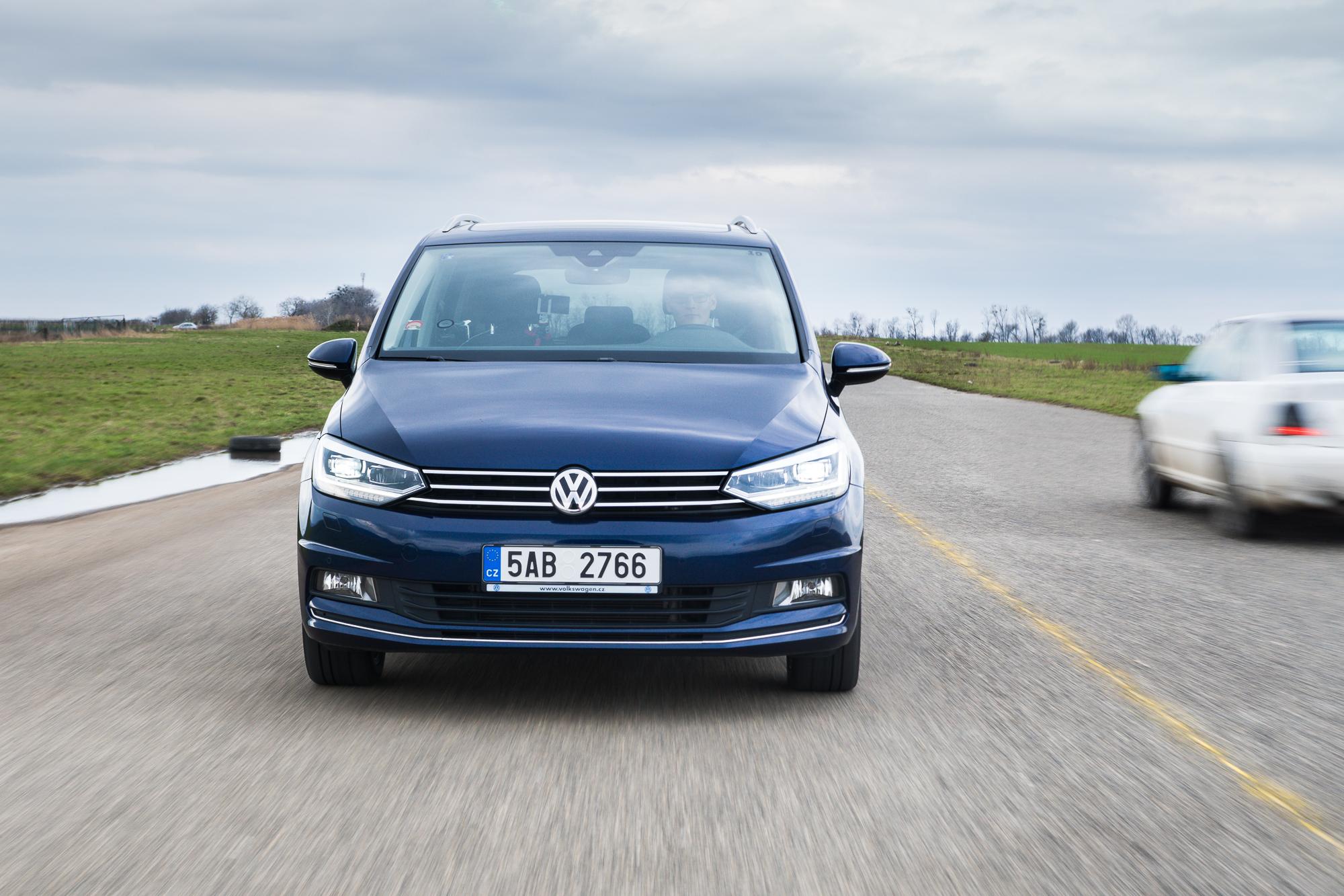 VW Touran s infotainmentem Discover Pro a Car-netem | AUTODAYS