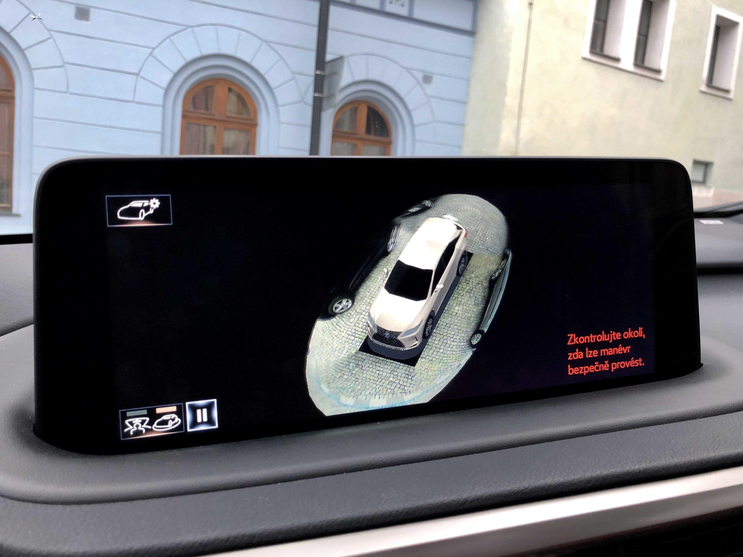 Panoramatické zobrazování okolí vozu
