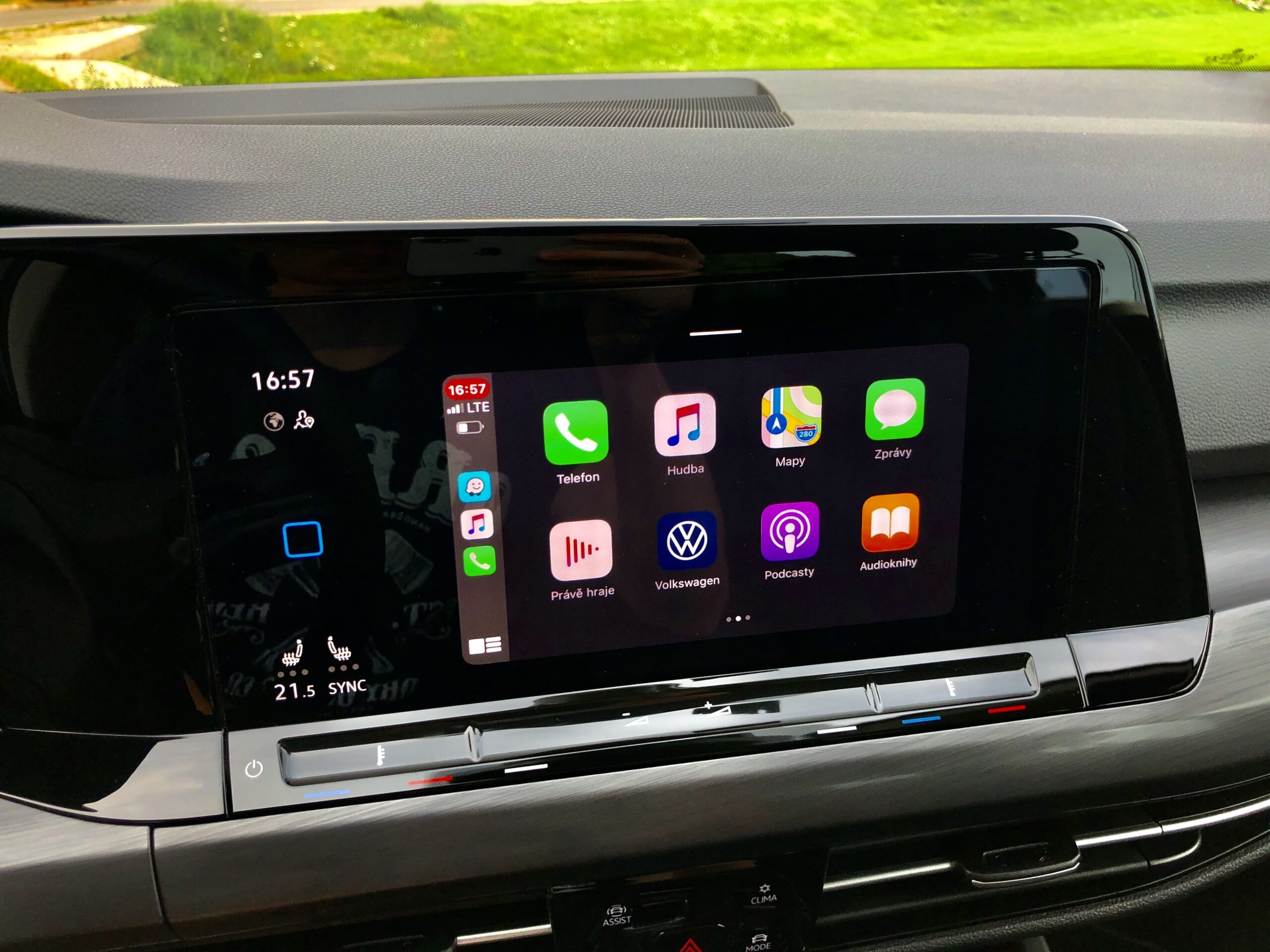 Volkswagen Golf_apple carplay