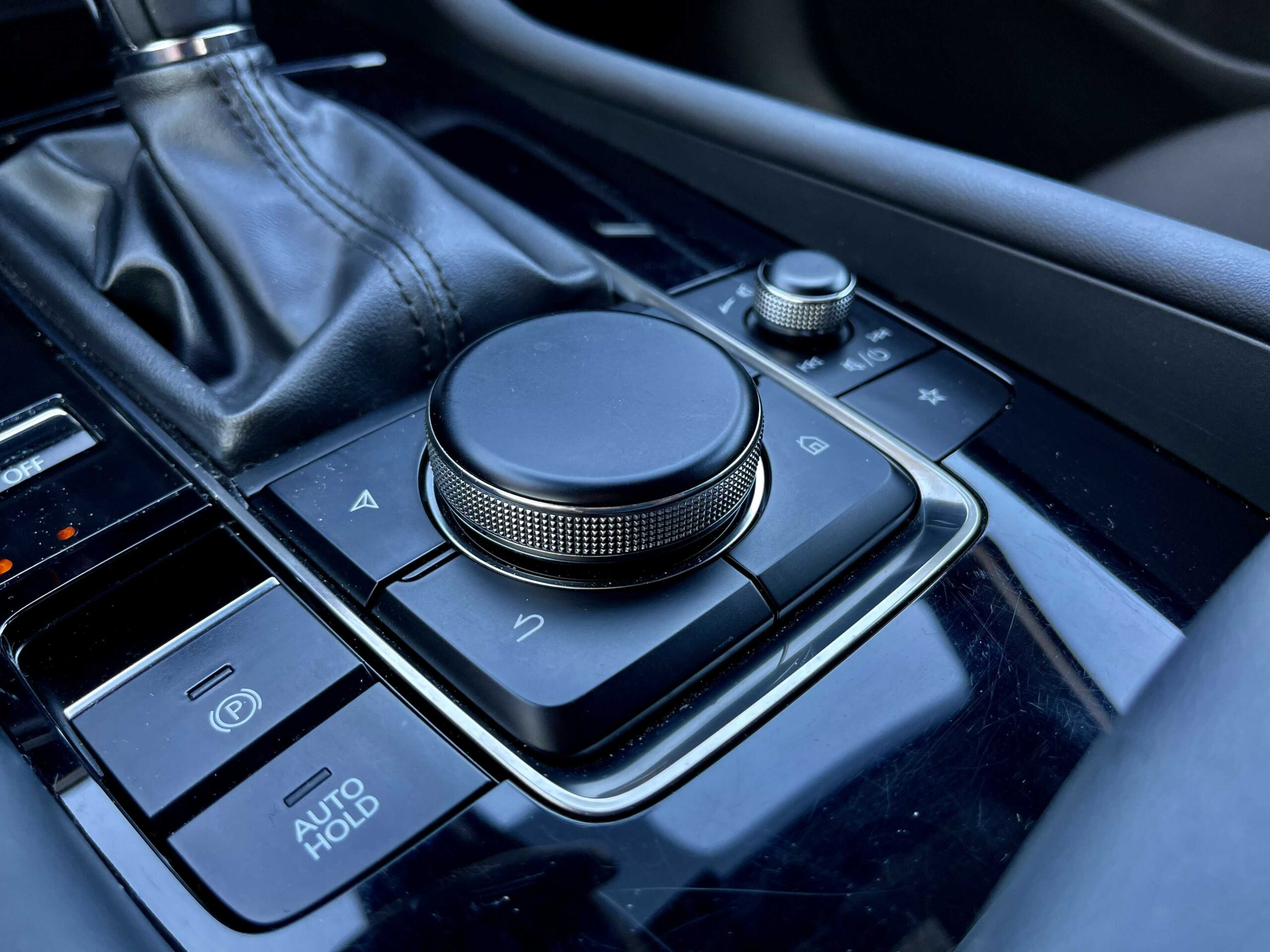 Mazda 3_ovladac