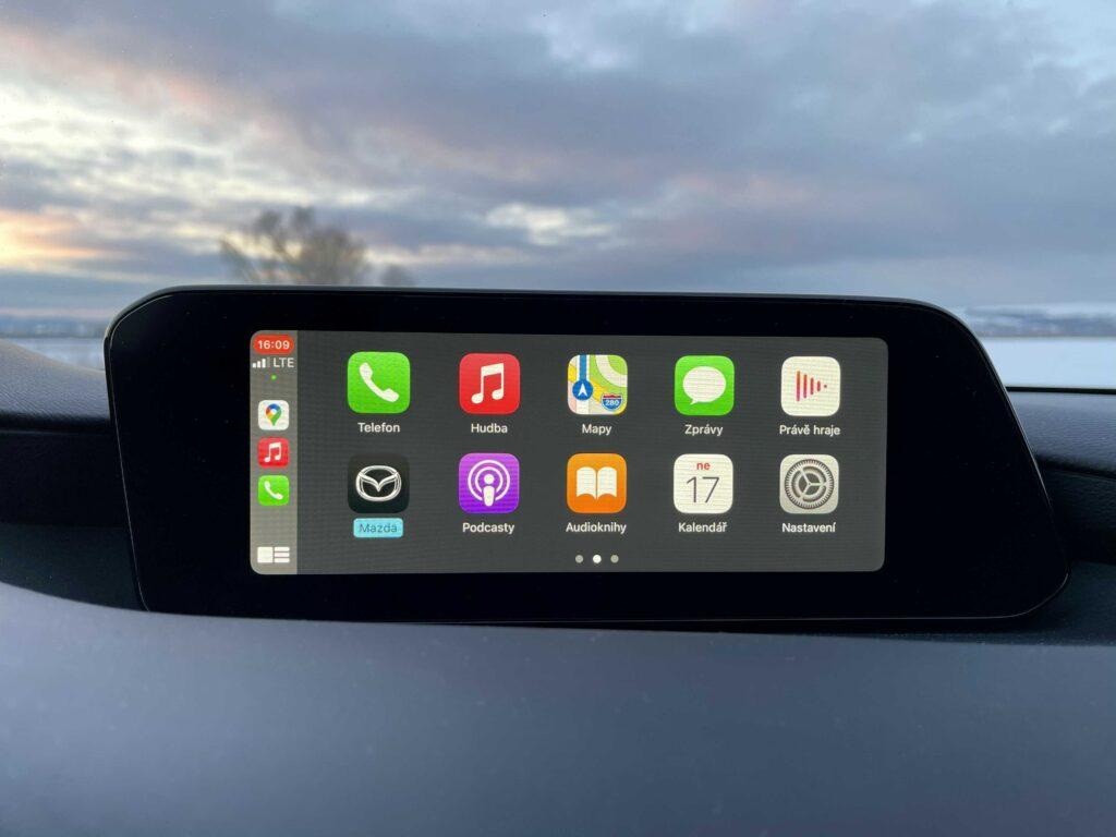 Mazda 3_infotainment_apple carplay