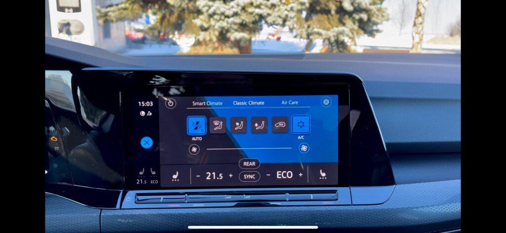 Volkswagen Golf GTE_infotainment_1