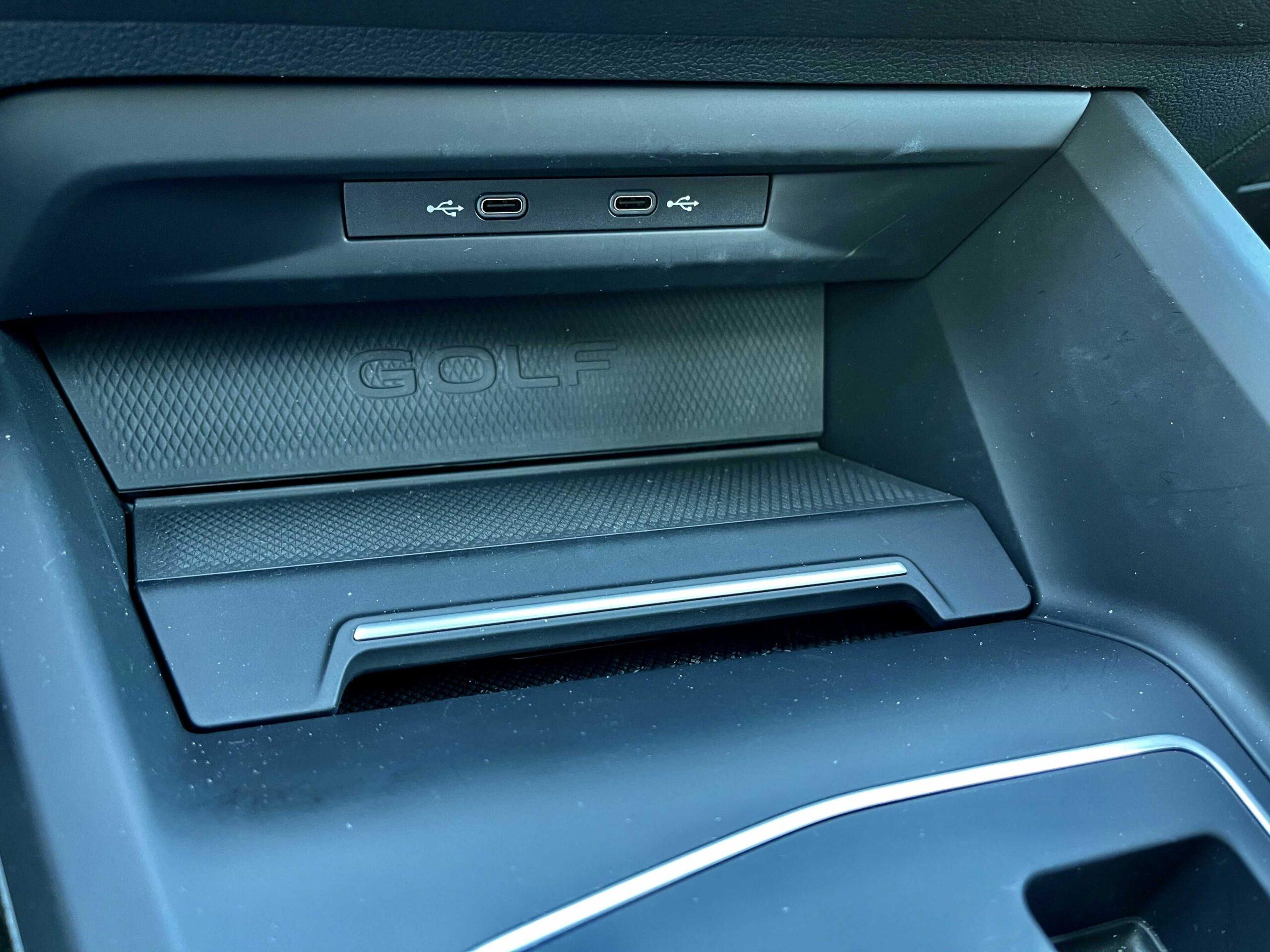 Volkswagen_golf_GTE_USB