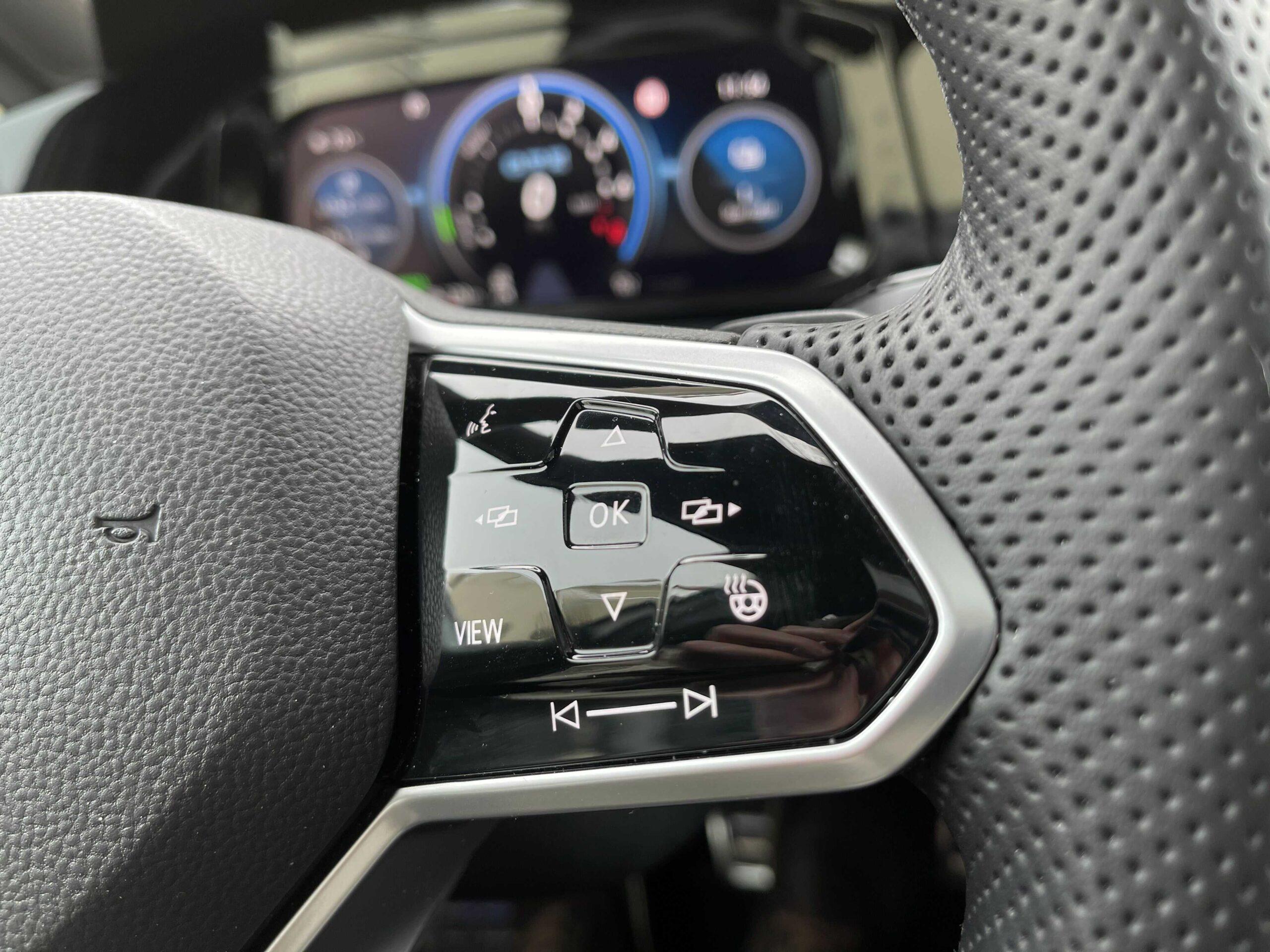 Volkswagen Golf GTE_volant