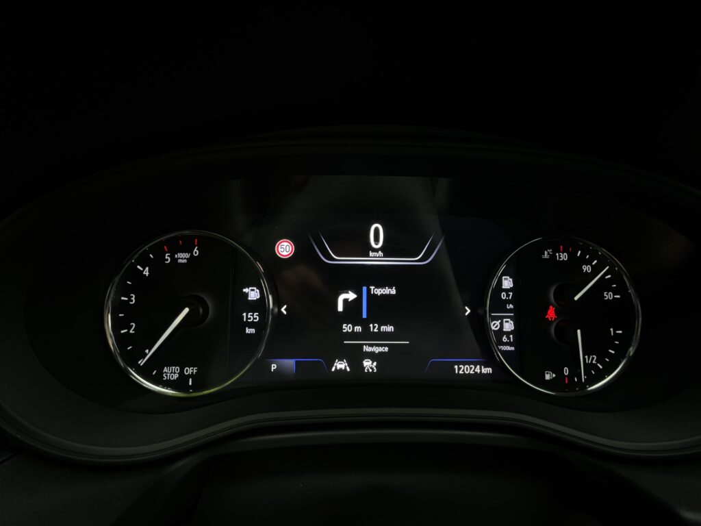 Opel Insignia Sports Tourer_pristrojovy_stit_1