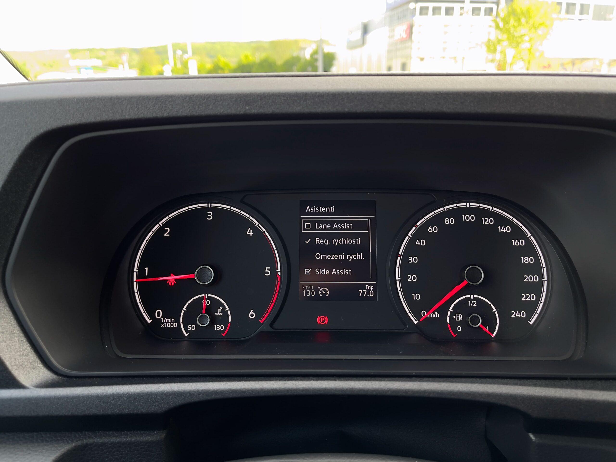 Volkswagen_Caddy_2021_infotainment_pristrojovy_stit_2