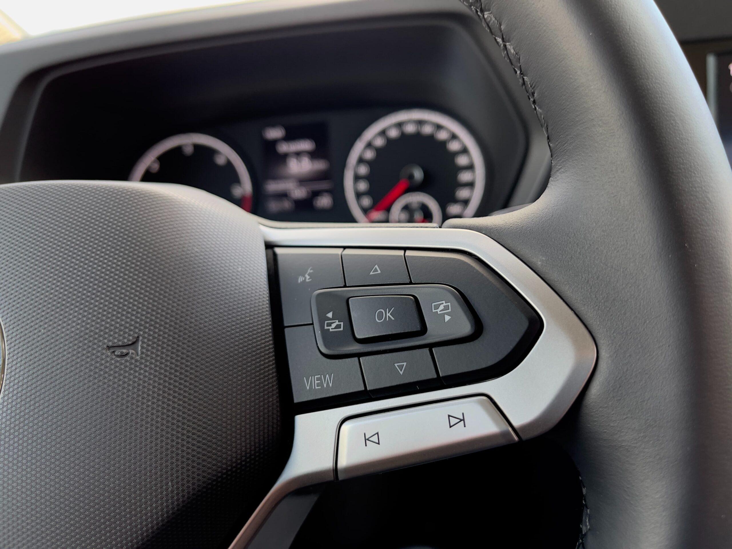 Volkswagen_Caddy_2021_infotainment_pristrojovy_stit_1