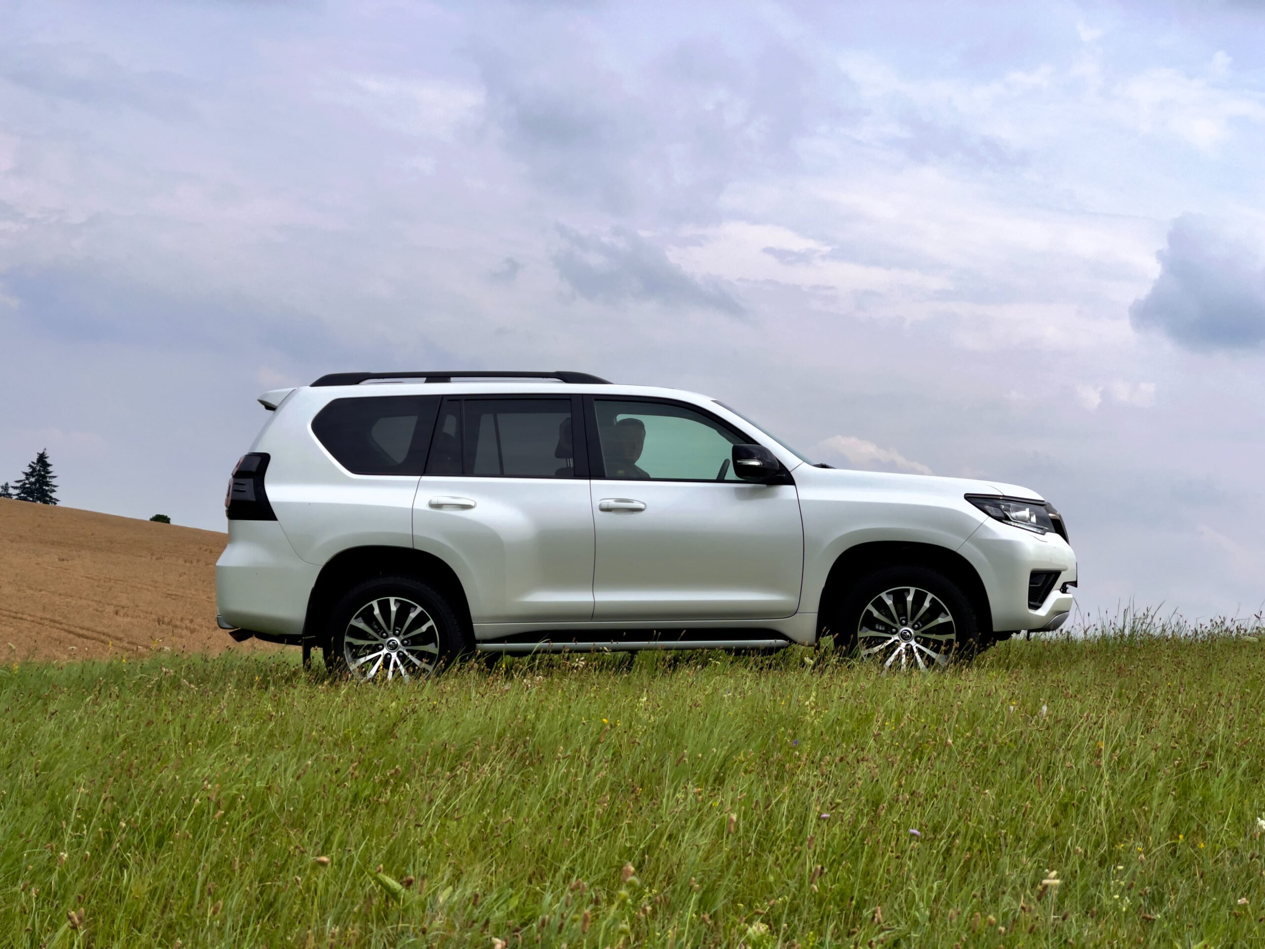 Toyota_Land_Cruiser_exterier_3