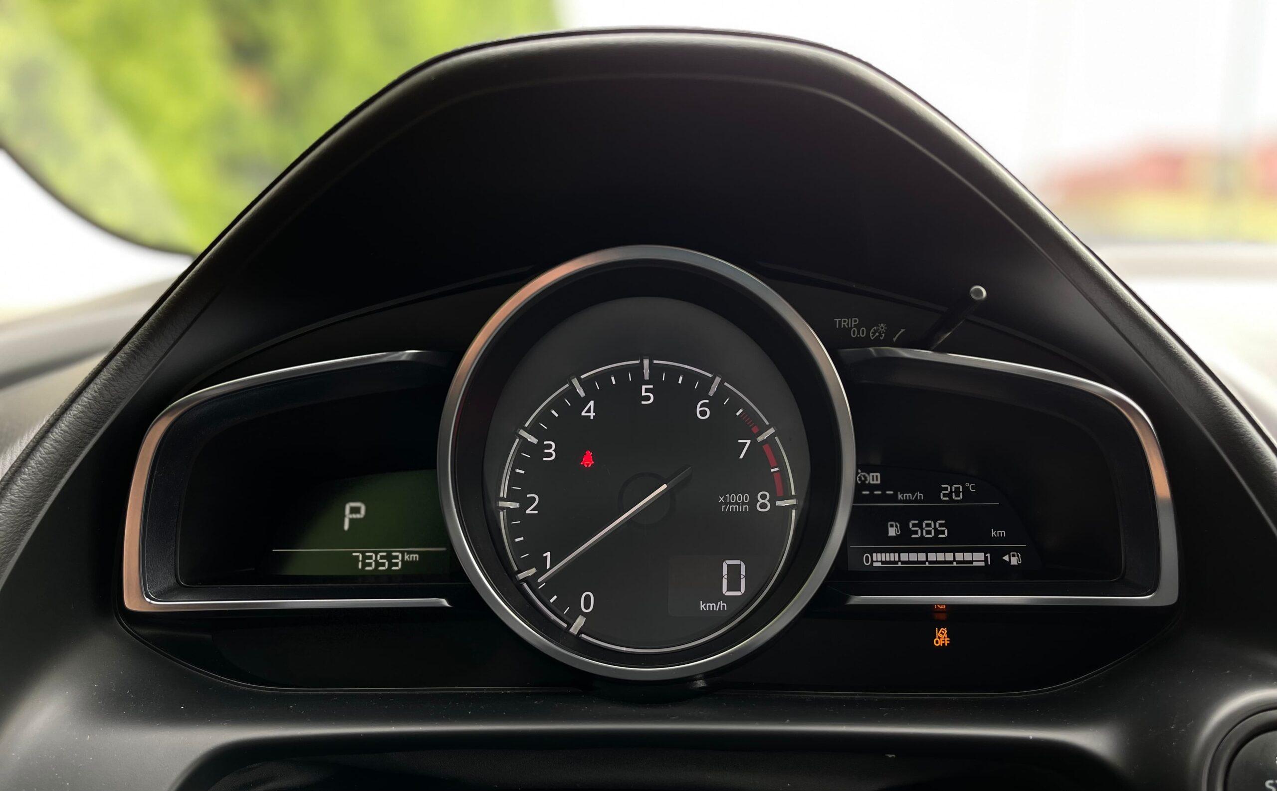 Mazda CX-3_pristrojovy stit_1